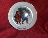 Vintage Avon Christmas Plate with Gold Rim 1981 Collectible Sharing the Christmas Spirit