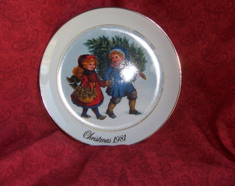 Avon Christmas Plate with Gold Rim,1981, Sharing the Christmas Spirit,porcelain plate