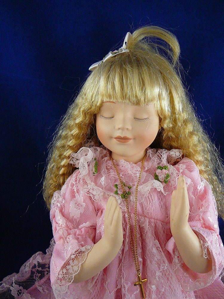 Vintage Porcelain Kneeling Praying Girl By Julianoscorner