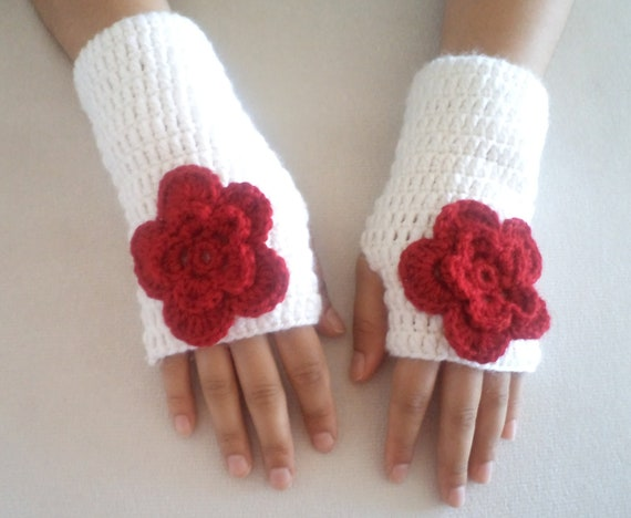 Holiday gifts, Mittens, Gloves, handmade glove, White gloves, hand crochet wool gloves, winter fashion, Lovely gifts, holiday gifts