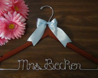 Personalized Keepsake Hanger, Custom Made Wedding Hangers with Names, Bridal Shower Gift idea,Wedding Photo Props