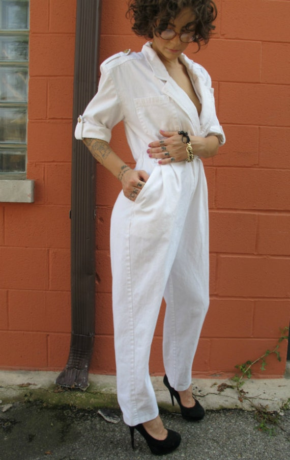 Vintage 1980 white nautical jumpsuit with gold anchor buttons/detail- SIZE small- M