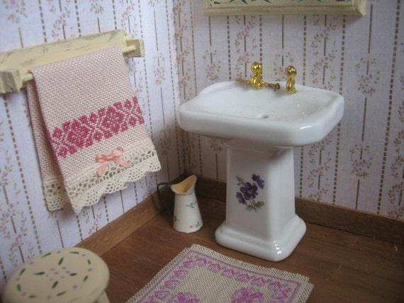 Cortinas De Baño Bordadas En Cinta:Toallas bordadas a punto de cruz, accesorios baño miniatura, toallas