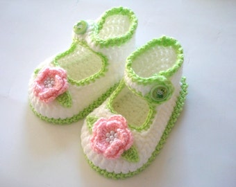 crochet Baby shoes, apple green pink  flowered  baby shoes,baby  booties 6 to 12 months, crochet baby shoes, baby socks, knitted slippers