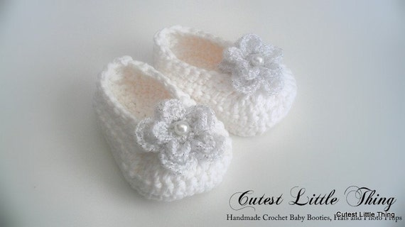 White Crochet Baby Booties , Baby Girl Clothes,  Christening,  Baptism, Crochet Booties, Baby Girl Booties, Baby Girl Slippers Mary Janes