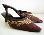 Vintage 90s silk embroidered shoes/ brown mules by Chelsea Textiles/ size 10/ pastel flowers and bows embroidered heels