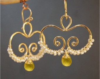 Hammered swirls with ivory pearls peridot Nouveau 130
