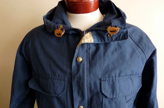 70s/80s Woolrich navy blue men's/unisex waterproof hooded parka coat mod preppy classic outerwear made in usa men's size small beige lining