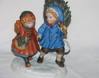 Avon Figurine Sharing the Christmas Spirit First Edition