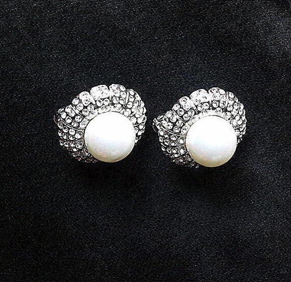 Vintage clip on earrings faux pearl and rhinestone