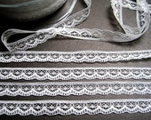Narrow Wave Lace Trim, Ivory, 3/8 inch wide, 1 yard, For Scrapbook, Home Decor, Apparel, Accessories, Victorian & Romantic Crafts