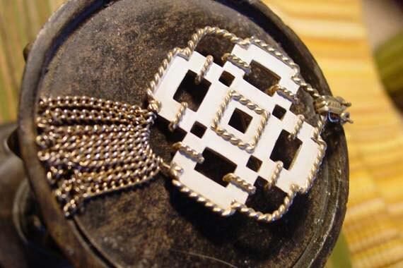 SALE - Convertible necklace pin  Avon 1972 Contempora