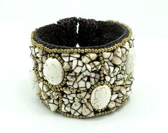 Howlite stone,bead big cuff