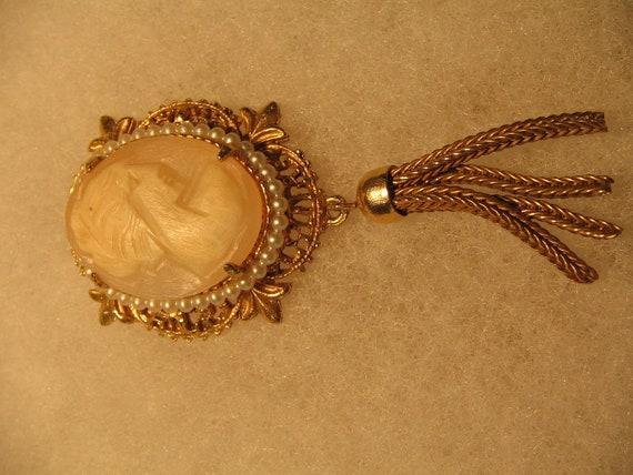 Vintage GENO Pendant for Neckace Cameo Costume Jewelry item 964a RESERVED ROKSANA