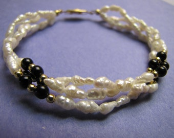 Vintage FreshWater Pearls and Black Gold Tone Bead Bracelet Jewellery Jewelry beach summer
