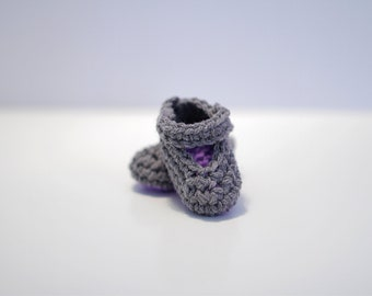 Mary Jane Crochet Baby Booties, Gray and Purple Baby Gift, Baby Girl Booties. Booties Crochet, Baby Shoes Handmade. Modern Baby Booties.