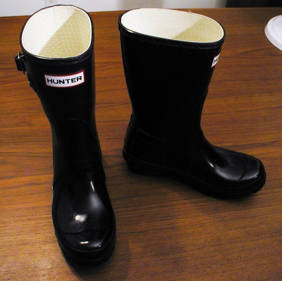Classic and Iconic Black HUNTER Wellington Rain Boots WELLIES Size  4 mens, 5 womens