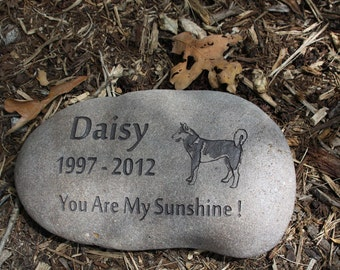 Custom Pet Memorial with Graphic, Name, Years and Personal Message