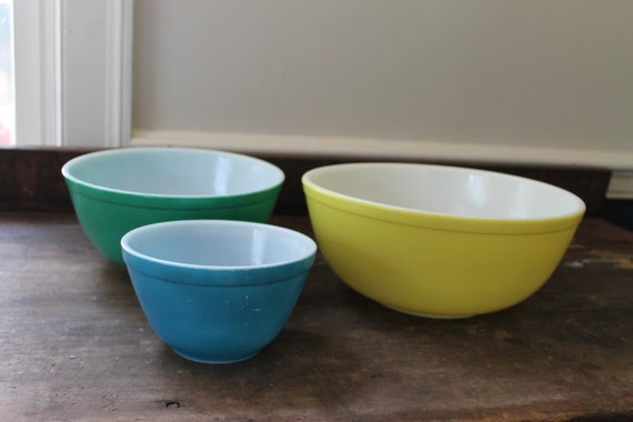 Vintage Pyrex Primary Color Mixing Bowl Set of 3