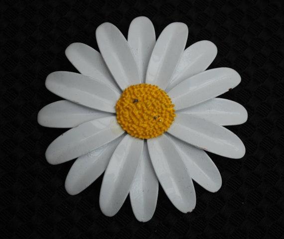 Vintage white enamel daisy flower brooch