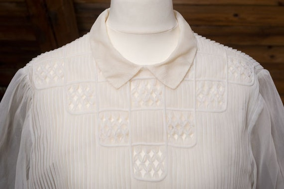 Soft & pretty FRENCH Paris 1950's 50s 3/4 sleeve, nylon pleated Peter Pan collar blouse, top, cream, white, feminine, chic