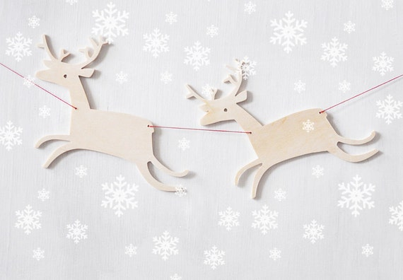 Christmas garland, reindeer garland, Holiday outdoor decorations, Reindeer family on the run