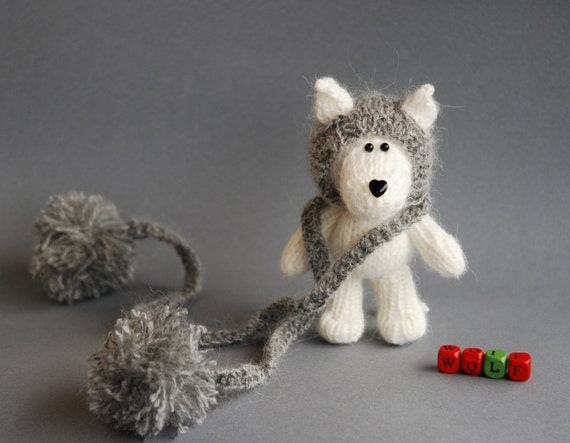 White Wolf in the gray hat -knitting pattern (knitted in the round)