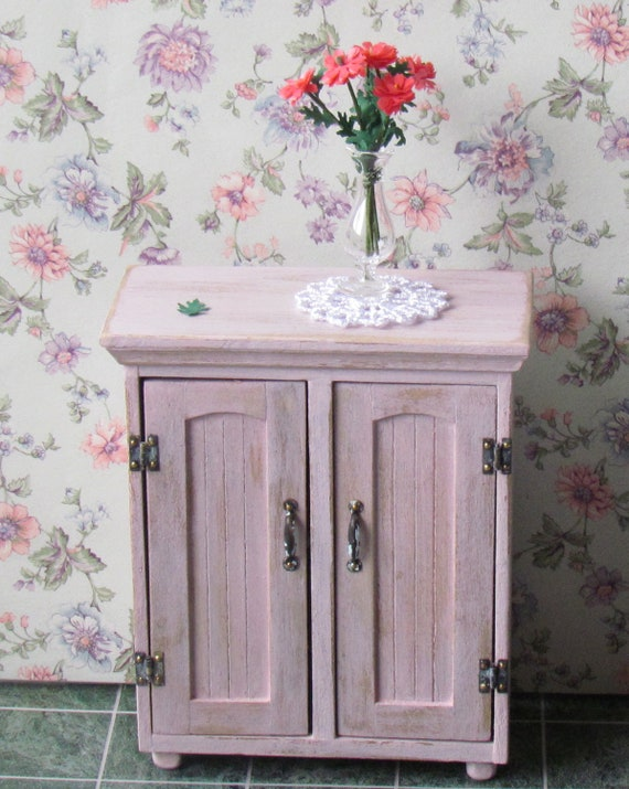 Dollhouse commode cupboard shabby chic by miniaturesbylorraine for Commode style shabby