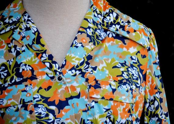 Vintage 1970s Retro Women's Button-down Floral Blouse
