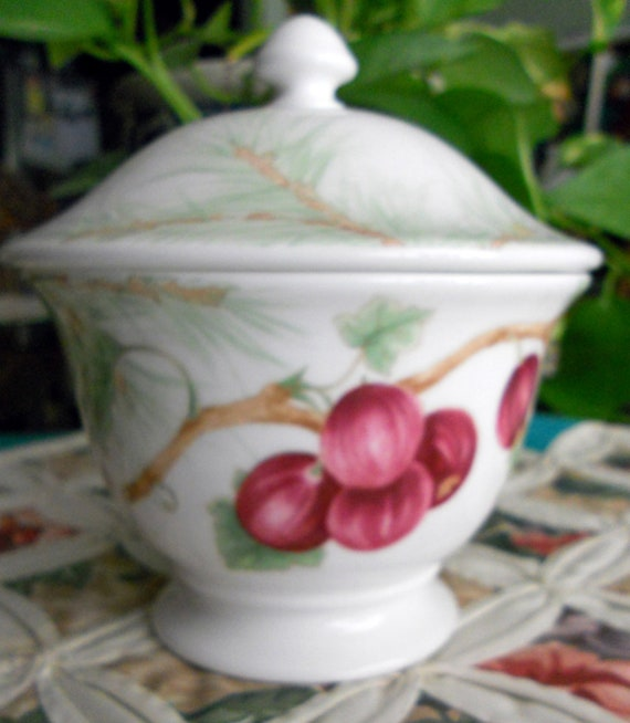 Lenox Winter Garden Sugar Bowl w/Lid Pattern is RETIRED, in Excellent Condition