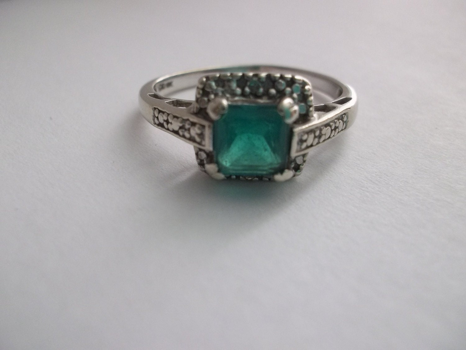 sale vintage emerald in 10kt white gold ring vintage