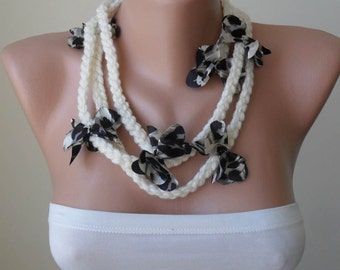Scarf Necklace - Creamy with with leopard flowers