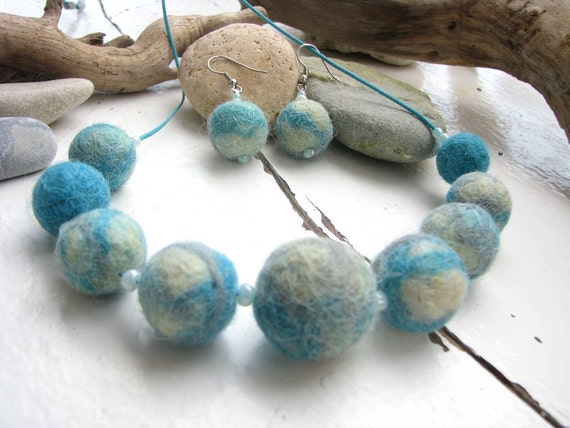 Felt necklace in ivory, turquoise and gray blue