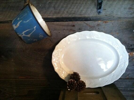 Lovely Ivory Ironstone Cottage Chic/Farmhouse Platter/Wedding/Christmas