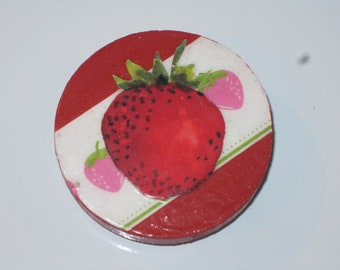 Shiny Strawberry Print Red Painted Round Wooden Magnet