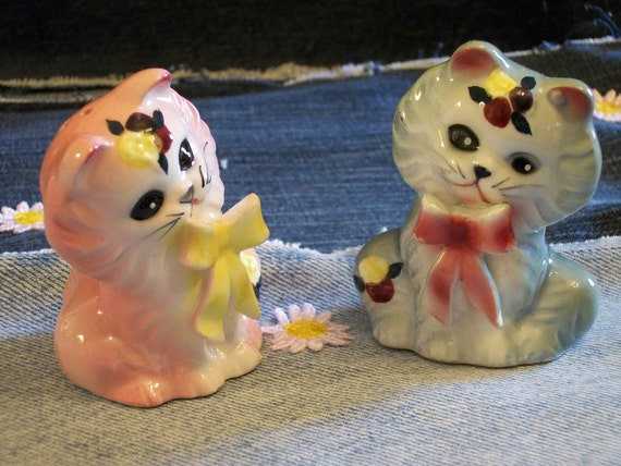 Vintage Kitty Cat Salt and Pepper Shakers, Hand Painted and Glazed Ceramic Kitty Shaker Set, Pink and Blue
