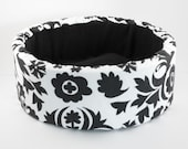 "14"" Modern Round Cat Bed, Self Warming Bed in Black/White Print"