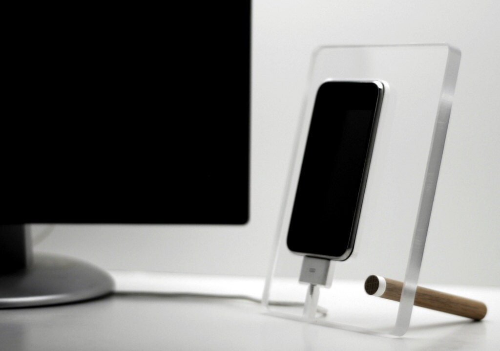 floating iphone 4 4s charging station phone by doerflerdesigns. Black Bedroom Furniture Sets. Home Design Ideas