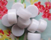 Small Rattle Inserts. 100 Enclosed Discs. DIY Soft Toys. Doll Making Supplies. 22mm diameter. All Plastic. Non Toxic.