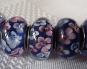 European Style murano glass bead lined blue with white flowers 5PCS B169