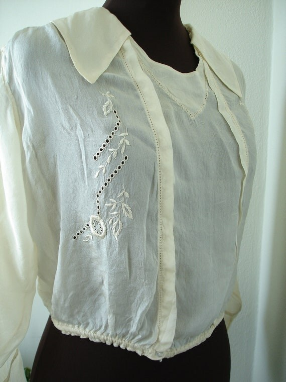 Early 1900s Antique/ Vintage Ivory Silk Blouse in Like New Condition