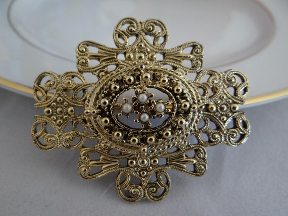Antique Vintage Victorian Faux Pearl and Gold Tone Filigree Brooch Pin