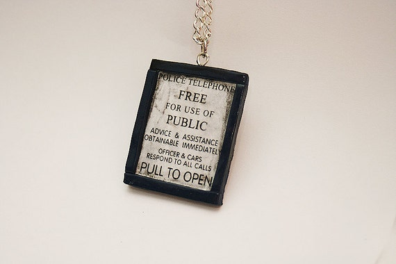 Tardis old-looking Sign necklace