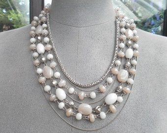 beautiful handcrafted vintage pearlbeaded necklace ajustable fastener