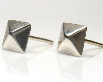Solid Gold post for a silver Pyramid stud earrings