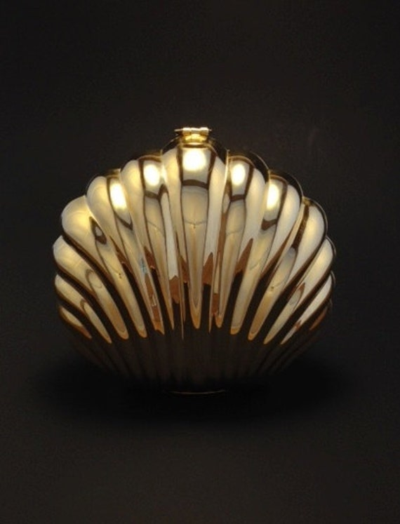 Gold hardshell clamshell shaped clutch 80s