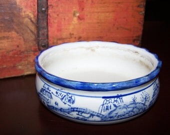 Remarkable Vintage Asian Influence Blue White Pottery Ceramic Bowl