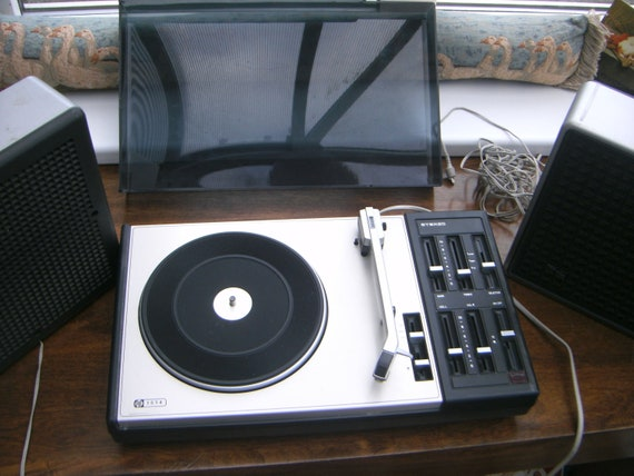 Vintage PYE model 1514 Turntable from the 1970's with speakers Not working