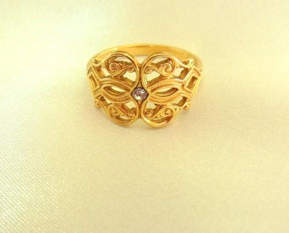Vintage Ring Avon Gold Tone Filigree with Rhinestone Embellishment size 6