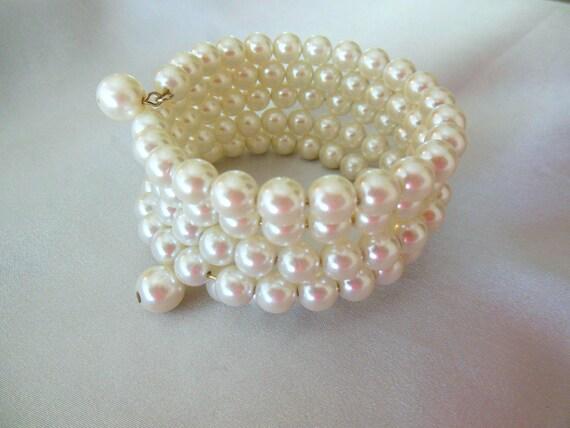 Vintage Pearl Bracelet Memory Wire